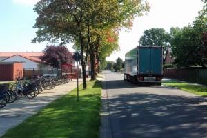 Das Bild zeigt einen Sattelzug auf der Löninger Straße