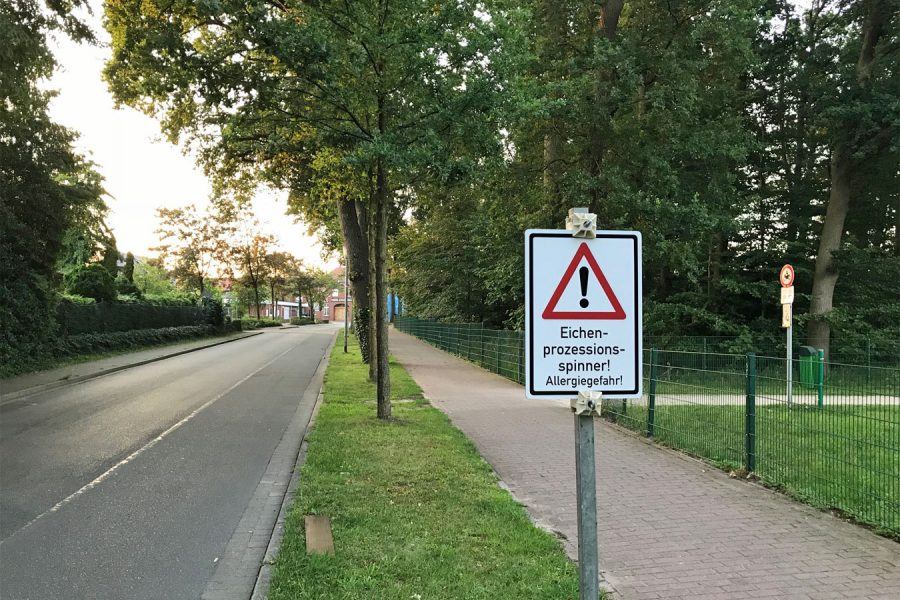 Befallsgebiet an der Ahauser Straße mit Warnhinweis