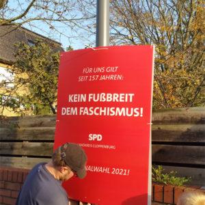 Befestigen des Plakates