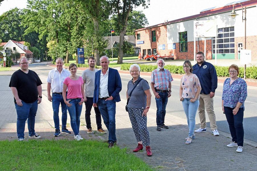 Bild vom Ortstermin mit Personengruppe